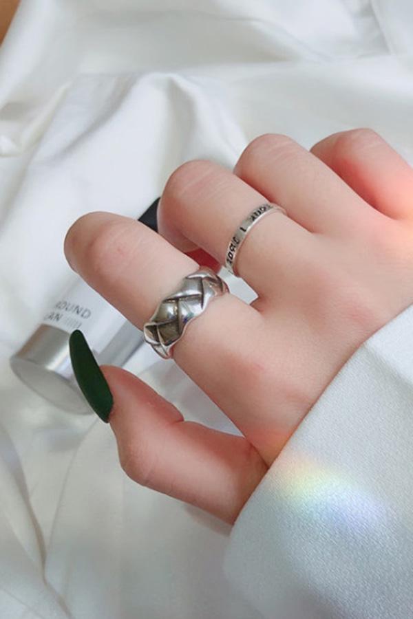 셀럽 지그재그 레터링 포인트 반지