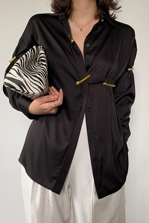 애드 결혼식하객룩 베이직 캐주얼 유니크 데일리룩 금장포인트 기본 클래식 새팅 셔츠 (블랙)